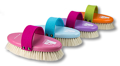 Feltie horse grooming brush with felt belt